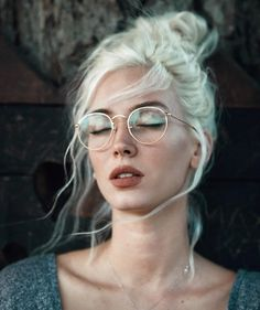 Most recent Cost-Free white Hair Makeup Suggestions Dyeing your own hair can so. - Most recent Cost-Free white Hair Makeup Suggestions Dyeing your own hair can sometimes be the impu - Nyx Face Awards, Pretty People, Beautiful People, Beautiful Women, Orange Lips, White Hair, White Blonde, Character Inspiration, Creative Inspiration