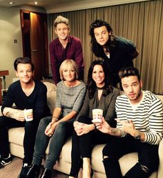 @Andrea_mclean: Look who we bumped into…  @ NiallOfficial @ Harry_Styles @ Real_Liam_Payne @ Louis_Tomlinson  @ loosewomen