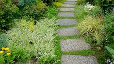 Garden Paths, Garden Landscaping, Rainbow Paper, Diy Garland, Green Garden, Diy Party Decorations, Stepping Stones, Garden Design, Easy Diy