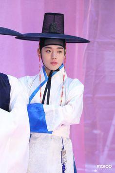 Flower Crew, Kim Jaehwan, Panama Hat, Handsome, Park, Marriage, Fashion, Valentines Day Weddings, Moda