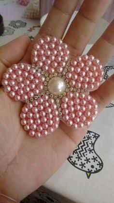 This Pin was discovered by JosPin by Gift'zire on Clips & headbandsDiscover thousands of images about Beaded hair bows Maispendants do it yourself - Soltijas AndMore Felt Flowers, Beaded Flowers, Diy Flowers, Fabric Flowers, Ribbon Crafts, Flower Crafts, Bead Crafts, Diy And Crafts, Bead Embroidery Jewelry