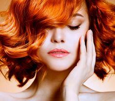 Pequeña guía de maquillaje para mujeres pelirrojas - http://www.efeblog.com/pequena-guia-de-maquillaje-para-mujeres-pelirrojas-16582/  #Belleza, #Maquillaje