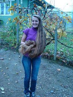 Lovely woman with very long hair Cut My Hair, Wavy Hair, Thick Hair, Big Hair, Down Hairstyles, Straight Hairstyles, Beautiful Long Hair, Gorgeous Hair, Simply Beautiful