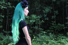 Two toned green ombre hair color ~ via Shaggy Bob, Bright Hair Colors, Green Tips, Dark Roots, Ombre Hair Color, Green Hair, Kylie Jenner, Blond, Black And Brown
