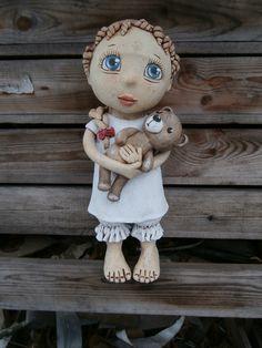 Laura+s+medvídkem+(na+objednávku)+Výška+35+cm Ooak Dolls, Art Dolls, Pictures On String, Clay Owl, Pottery Sculpture, Collectible Figurines, Chinese Painting, Ceramic Pottery, Puppets