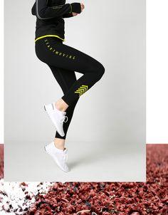 Leggins Workout mit seitlichem Logo. Entdecken Sie diese und viele andere Kleidungsstücke in Bershka unter neue Produkte jede Woche