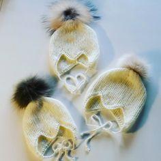Mummon kutomia vauvanmyssyjä aidolla karvatupsulla. Onhan ne ihania.  #diy #baby #kudottu #neulottu #vauvanvaate