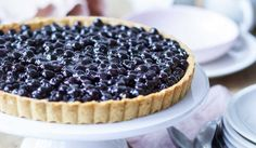 A delicious blueberry cake in a vanilla cream, what do you think? Light, tasty, gourmet to perfectio Chocolate Mousse Cake Filling, Chocolate Fruit Cake, Chocolate Art, Blueberry Pie Recipes, Cake Recipes, Shortbread, Cheesecakes, Fruit Birthday Cake, Desserts With Biscuits
