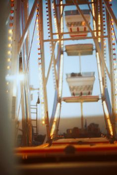 Ferris wheel at the amusement park Summer Of Love, Summer Fun, Summer Things, Summer Days, Summer Dream, Summer Bucket, Calvi On The Rocks, Carrousel, Carnival Rides