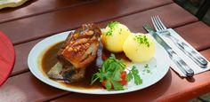 Sieht das nicht lecker aus? Ofenfrisches Schäufele #Bavaria #Germany #food #traditional