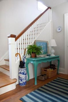 love that aqua painted table