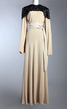 Jeanne Lanvin Concerto dress - 1934 - Courtesy of the Musée Galliera and the Mairie de Paris - Mlle Haute Couture Paris, Haute Couture Dresses, Jeanne Lanvin, Vintage Gowns, Mode Vintage, Vintage Outfits, Vintage Clothing, 1930s Fashion, Timeless Fashion