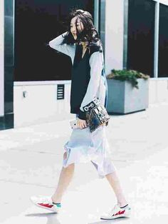 7 Coolest Outfit Ideas You Can Wear With Your Favorite Sneakers