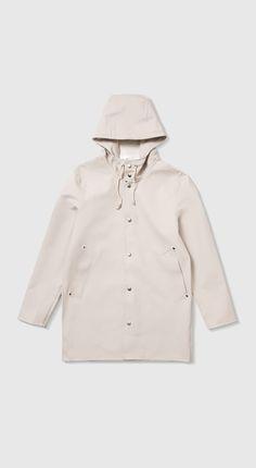 Shop the Stutterheim Stockholm raincoat in Light Sand. Free worldwide shipping.