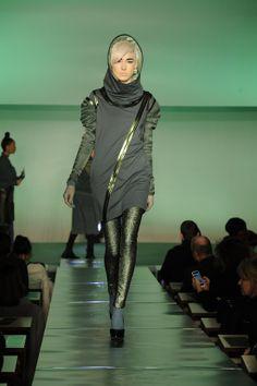 """#JEAN PAUL GAULTIER DÉFILÉ-AUTOMNE/HIVER 2014-2015-PRET-A-PORTER – FEMME- #PARIS FASHION WEEK  LE TALENT PROVOCATEUR DE """"FRENCH TOUCH"""" DONNE LE TON DE """" GOD SAVE THE QUEEN"""" RETROUVEZ TOUTE LA COLLECTION EN IMAGES SUR: http://fashionblogofmedoki.com/"""