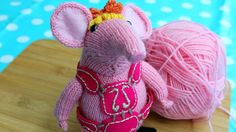 New series of Clangers on the BBC (CBeebies) just started, and I noticed that there was a knitting pattern on their website for Tiny Clanger - looks like a nice Animal Knitting Patterns, Crochet Patterns, Knitting Projects, Crochet Projects, Knitting Ideas, Knitted Animals, Amai, Knitted Dolls, Crochet Toys