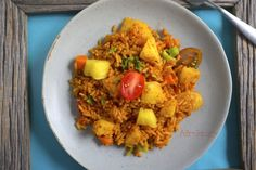 I found a famous Ghanian chef recently and he mentioned his appreciation for fusion meals and how Pineapple Jollof Rice was being served at his restaurant West African Food, Jollof Rice, Nigerian Food, Food Festival, International Recipes, Food To Make, Pineapple, Vegan Recipes, Food Porn