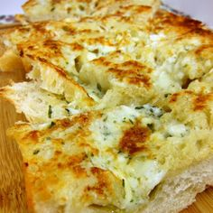 Gorgonzola Garlic Bread @keyingredient #cheese #italian #bread