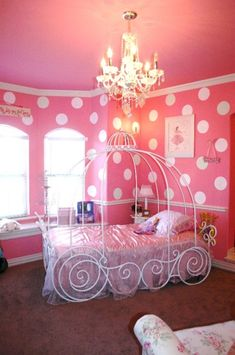 www.gardennearthegreen.com toddler girls room - Love the classy plastic bed covering, it's very Flushing Queen's style! ;)