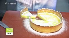 Sitronterte – versjon 2 Pudding Desserts, Doughnut, Tea Time, Goodies, Yummy Food, Candy, Dining, Halloween, Kitchen