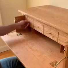 Hidden Drawers in a Desk Made in Woodworking - Diy Möbel Decor Home Living Room, Home Decor Furniture, Cool Furniture, Furniture Design, Modern Furniture, Furniture Ideas, Bedroom Furniture, Modern Sofa, Furniture Makeover