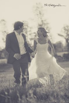 Las sesiones post boda son muy lindas en lugares abiertos. Casamientos y sesiones en Argentina y Latinoamérica.  #casamientos #boda #fotografia #Argentina  Wedding photography & Destination Weddings facebook.com/54fotografia Facebook, Wedding Dresses, Fashion, Mariage, Argentina, Wedding, Places, Fotografia, Bride Dresses
