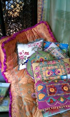 bohemian style decor, vibrant, amazing coulor and texture!!  <3
