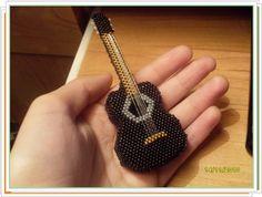 enrHedando: Como hacer un Broche-Guitarra de Mostacillas