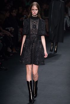 Valentino Fall 2015 Ready-to-Wear Fashion Show - Avery Blanchard