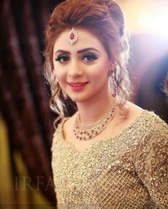 Hairstyle wedding engagement hairstyles 2019 - wedding engagement hairstyles - Weddings: Dresses, Engagement Rings, and Ideas Pakistan Bride, Pakistan Wedding, Pakistani Bridal Makeup, Pakistani Wedding Dresses, Wedding Lenghas, Bridal Mehndi, Indian Wedding Hairstyles, Bride Hairstyles, Hairstyle Wedding