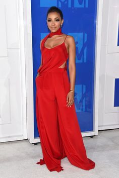 At MTV Video Music Awards(VMA)Red hot! Singer Tinashe looked sultry in this silky, red jumpsuit with a pretty scarf. (Photo by Jamie McCarthy/Getty Images) via @AOL_Lifestyle Read more: http://www.aol.com/article/2016/08/28/vmas-2016-winners-list/21460448/?a_dgi=aolshare_pinterest#fullscreen