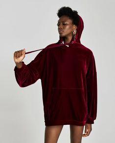 SWEAT À CAPUCHE-Robes courtes FEMME | ZARA