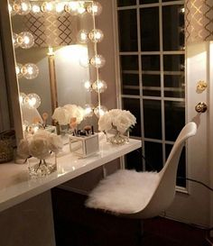 Our DIY makeup room ideas, find the best combination of dedicated space, storage, and style to make applying makeup a joy. Decorate a dressing room vanity. Makeup Table Vanity, Vanity Room, Vanity Ideas, Vanity Set, Makeup Vanities, Diy Vanity, Mirror Ideas, Makeup Vanity Tables, Makeup Desk