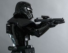 Hot Toys – Star Wars Shadow Trooper Collectible Figure