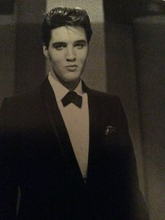 A young and handsome Elvis!
