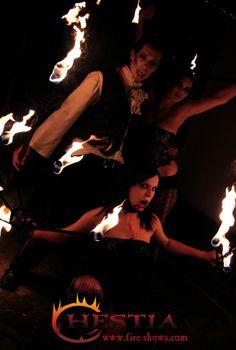 fire show, fire dance, fire juggler, fire juggling,fire fans,fire staff, fire hula hoop, vampire makeup , feuertanz