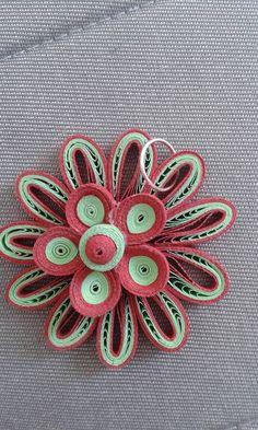 Quilling Design Antonia - Pandant Quilling Jewelry, Paper Quilling, Quilling Flowers, Paper Flowers, Candle Decorations, Quilling Techniques, Paper Crafts, Diy Crafts, Quilling Designs