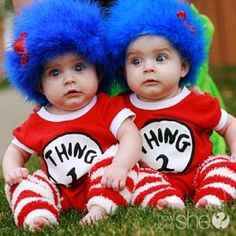 Kyra, this would be an awesome Halloween costume idea for Sophia and Marc Super Easy Wig Tutorial for Dr. Seuss' Thing 1 and Thing THE cutest idea for twin's costumes! {Other great Dr Seuss costume ideas at this link too! Costume Halloween, Halloween Costumes You Can Make, Homemade Halloween Costumes, Cute Costumes, Twin Costumes, Halloween Clothes, Halloween Makeup, Children Costumes, Twin Costume Ideas Baby