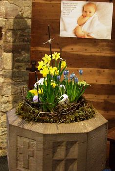 St Giles, Ludford, Easter 2013   A Brilliant Arrangement By Pam Aitken In  The Font. Spring Flowers In A Mossy Nest With Eggs, Encircled By A Crown Of  Thorns ...