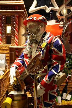 best-window-displays_selfridges_christmas_2012_not-your-usual-christmas_04