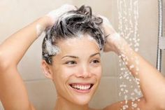 10 homemade natural shampoo recipes for DIYers Shampoo Natural, Natural Oils, Diy Beauty, Beauty Hacks, Vinegar Hair Rinse, Apple Cider Vinegar For Hair, Homemade Shampoo, Best Shampoos, Oily Hair