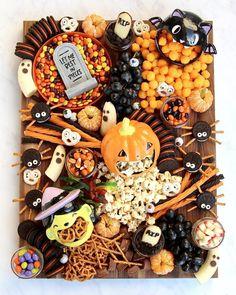 Bonbon Halloween, Fete Halloween, Halloween Yard Decorations, Halloween Drinks, Halloween Cupcakes, Halloween Home Decor, Halloween Food For Party, Halloween Birthday, Halloween House