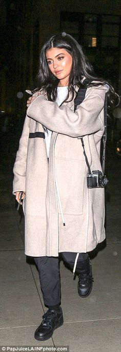 Kylie Jenner joins Kendall and mom Kris for dinner in New York | Daily Mail Online