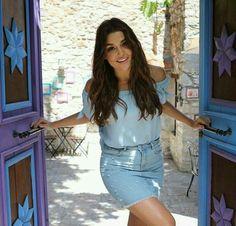 49 amazing pictures of Hande Ercel turkey hottie Beautiful Celebrities, Most Beautiful Women, Beautiful Actresses, Turkish Fashion, Turkish Beauty, Look Fashion, Fashion Outfits, Womens Fashion, Asian Fashion