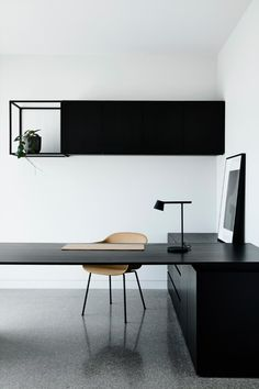 Dramatic home featuring black on black materials - STYLE CURATOR - Black on bla. - Dramatic home featuring black on black materials – STYLE CURATOR – Black on black: A sleek and dramatic home tour. Modern and minimalist home office – - Modern Office Design, Office Interior Design, Home Office Decor, Office Interiors, Home Decor, Gray Interior, Modern Home Offices, Office Ideas, Office Setup