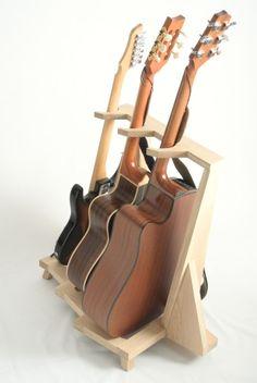Pied de guitare avec trois guitares - vue arrière