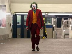 The Joker movie staring Joaquin Phoenix introduces a new Joker costume which is the perfect fancy dress for parties and halloween Joker Halloween, Couple Halloween Costumes, Joaquin Phoenix, Costume Dress, Costume Joker, Movie Fancy Dress, Joker Suit, Joker Film, Der Joker