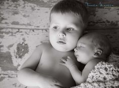 Newborn and Sibling Photography. This is seriously TOO sweet!! <3