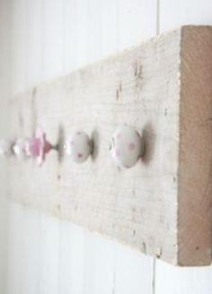 Kapstok maken van hout en knoppen: ideeën en inspiratie