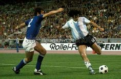Argentina 1 Italy 1 in 1974 in Stuttgart at the World Cup Finals. Mario Kempes crosses the ball #GroupMatch